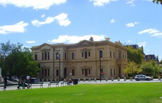 阿德雷德大学